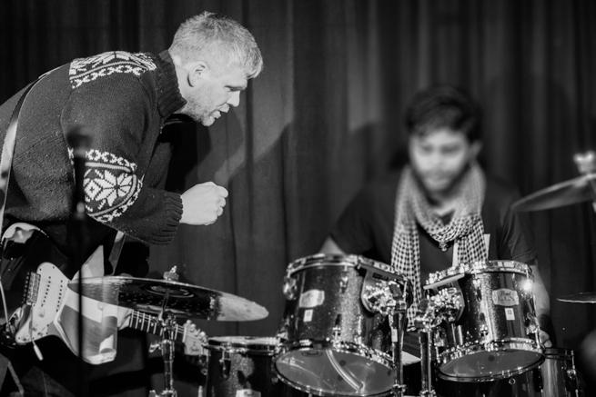 Å dele kunnskap og erfaring er nødvendig når man jobber sammen i et band. Foto: Rune Solberg.