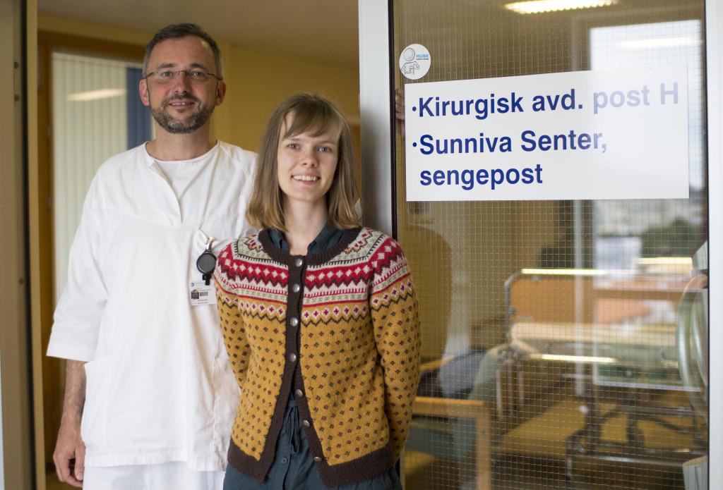 Som en del av musikkterapiutdanningen på Griegakademiet, UiB skal Anette Lerøen Rønhovde være i praksis hos Wolfgang Schmid på Sunniva senter. Foto: Rune Rolvsjord, Uni Research Helse.