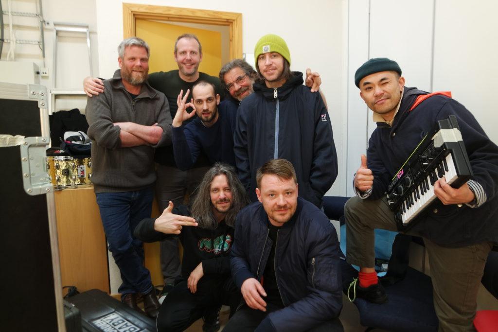 musikkterapeut Viggo Krüger og musikklærer Knut Hansen og Fjorden Baby